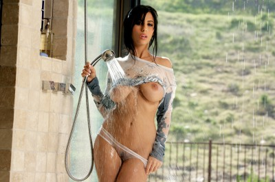 Jaime Hammer Gets Wet